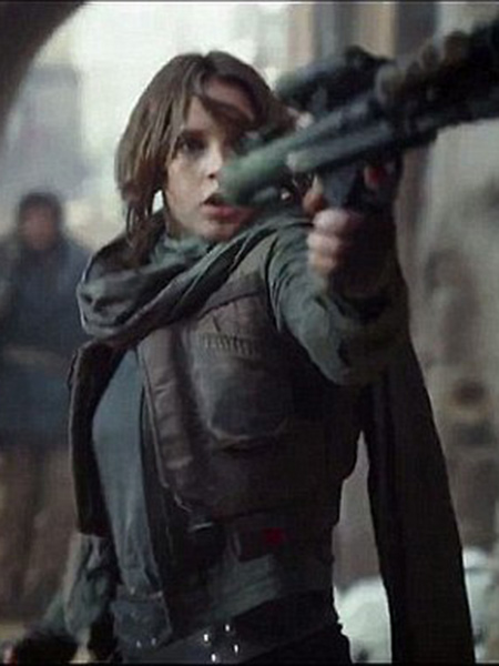 Jyn Erso holding a gun in Rogue One