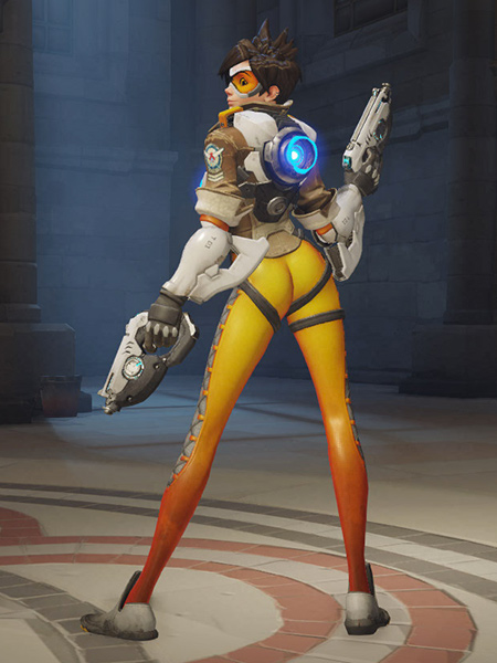 Tracer posing with her weapons